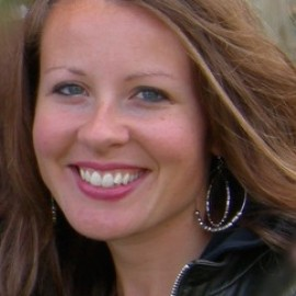 <span>Lauren <br/>Roth</span>